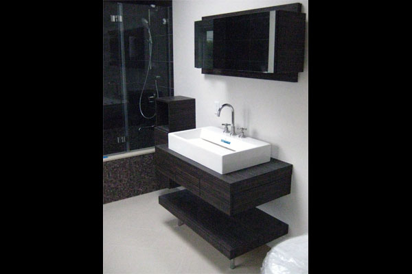 Laminate-floating-vanity-and-medicine-cabinet-Custom-Baths-(3)