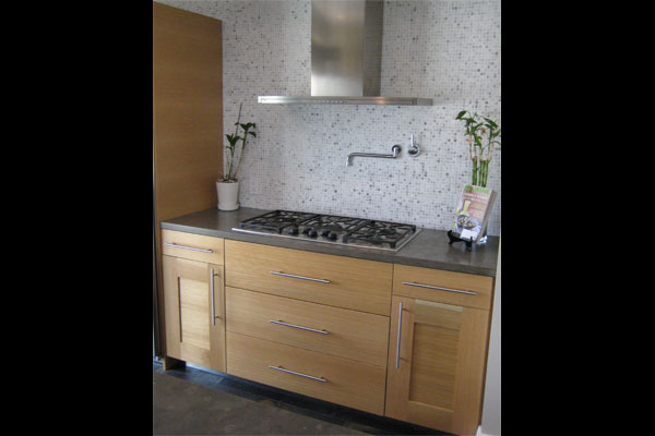 Modern-white-oak-cabinets-stove