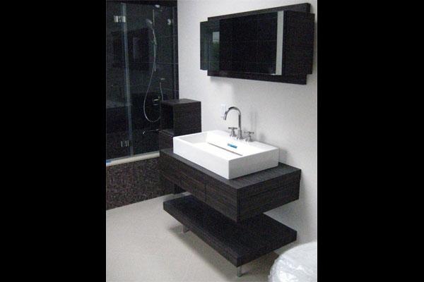Laminate-floating-vanity-and-medicine-cabinet-Custom-Baths-(3)